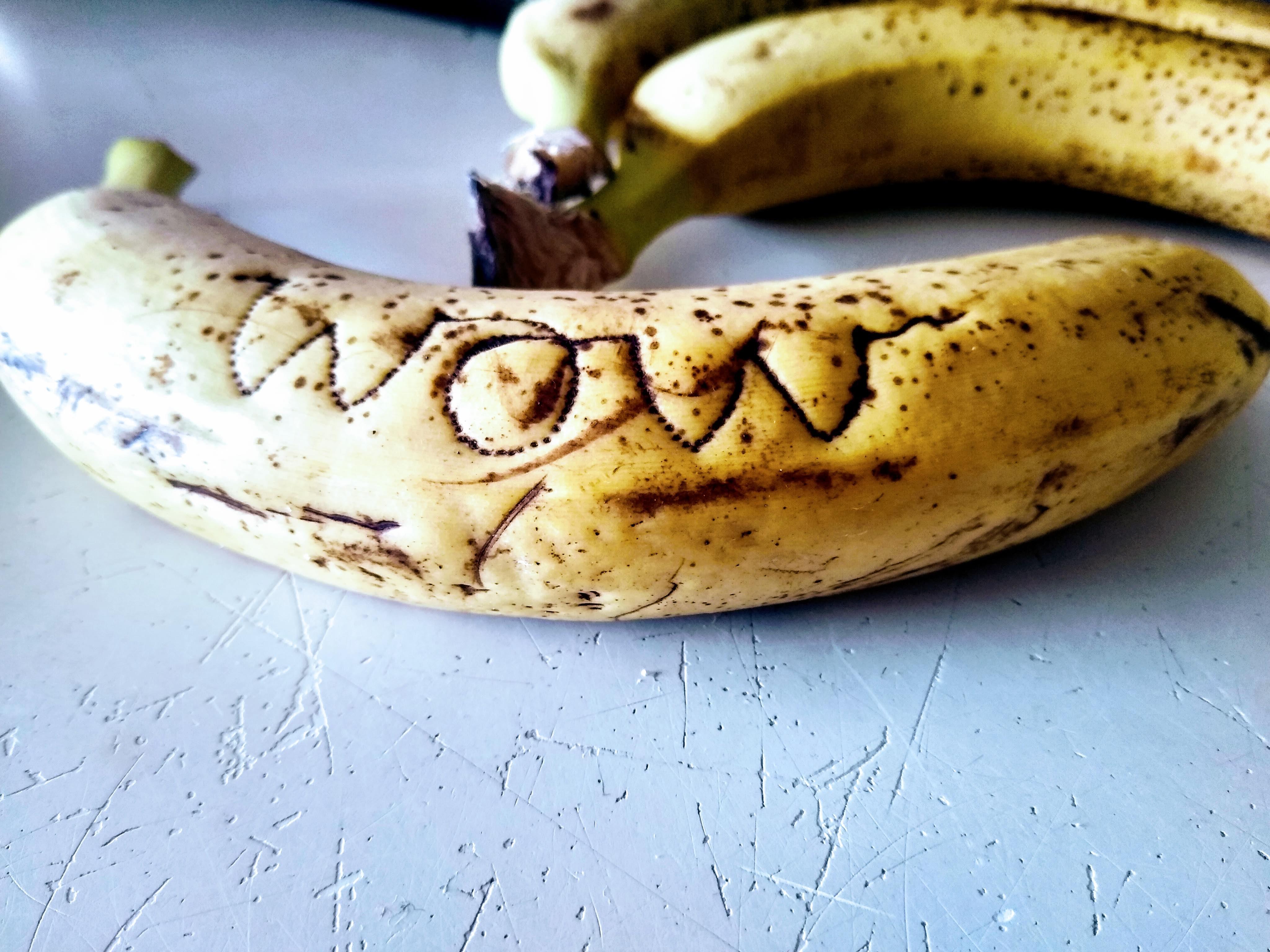 Tattooed Banana saying 'wow'